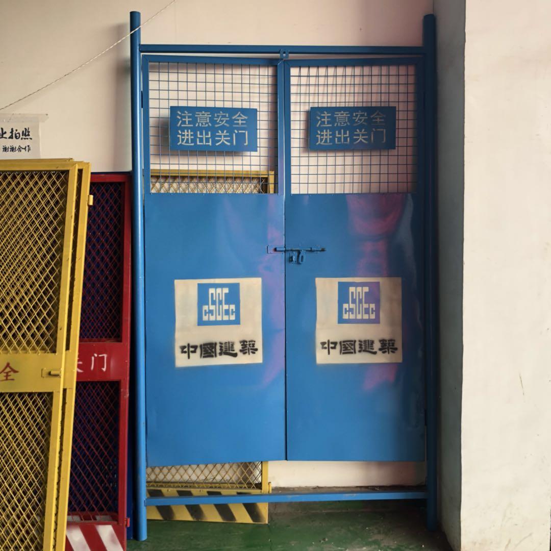 中国建筑电梯门